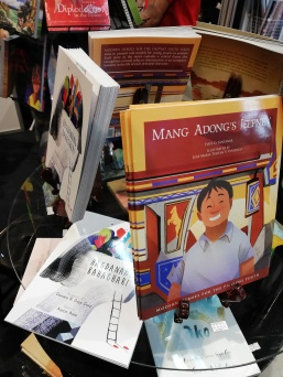 Books about Filipino by Bookmark Inc.